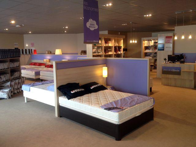 place de la literie s 39 installe polignac. Black Bedroom Furniture Sets. Home Design Ideas
